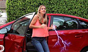 araba-elektrik-carpmasi